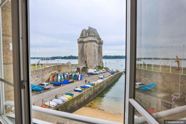 Vue mer et tour Solidor de la cuisine et chambre 2 - Location de vacances - Saint-Malo