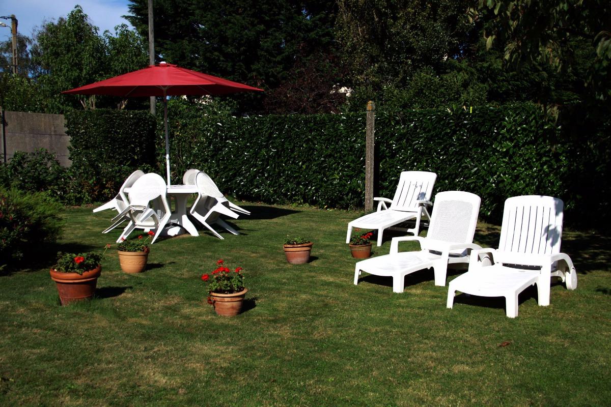 Salon de jardin à l'arrière de la maison, à l'abri des regards - Location de vacances - Cancale