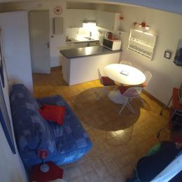 Salon, au fond cuisine américaine.. - Location de vacances - Saint-Malo