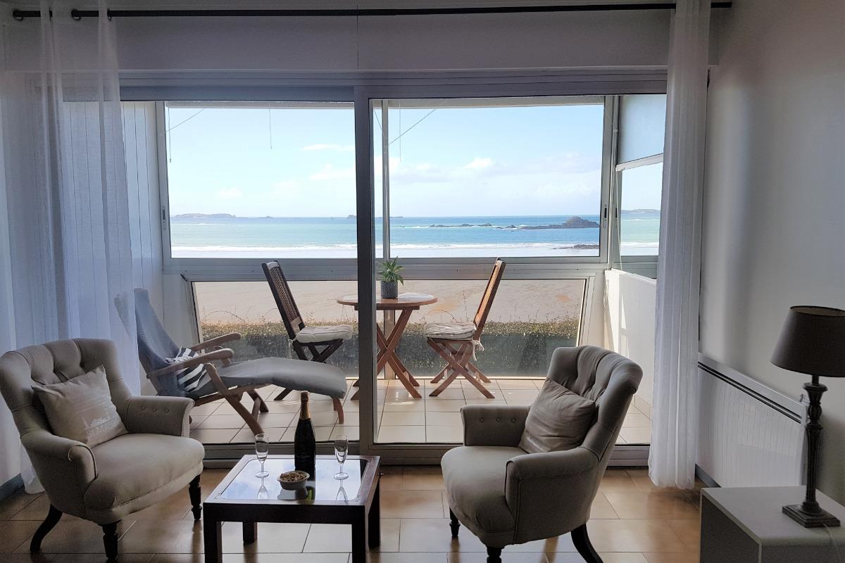 salon, loggia pleine vue mer - Location de vacances - Saint-Malo