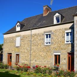 Façade maison - Location de vacances - Saint-Léger-des-Prés