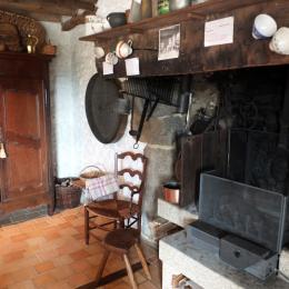 La grande cheminée du séjour - Location de vacances - Roz-sur-Couesnon