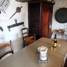 Le coin repas dans le séjour - Location de vacances - Roz-sur-Couesnon