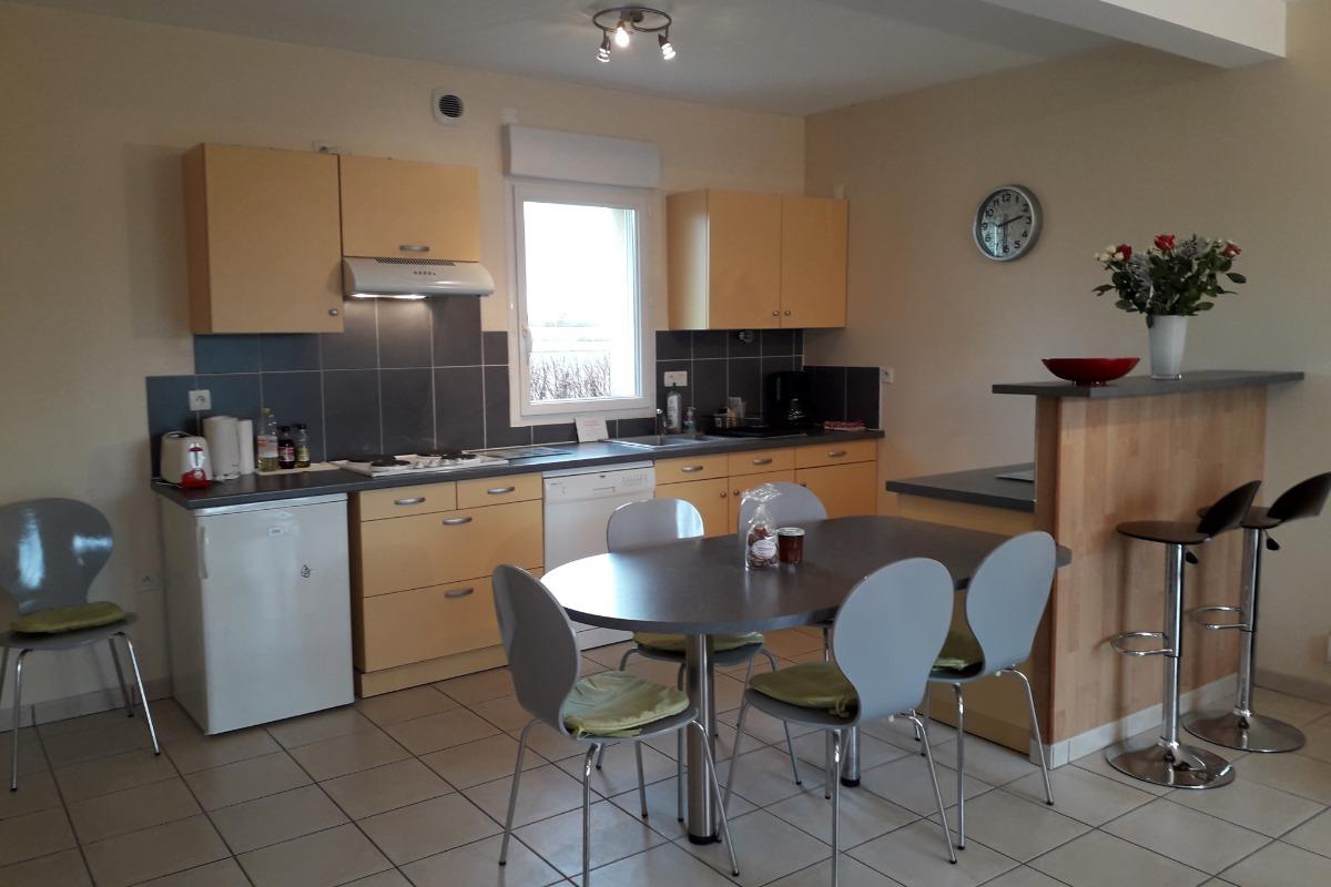 Cuisine et salon - Location de vacances - La Fresnais