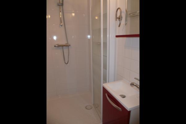 Douche avec receveur de 1M part 1M - Location de vacances - Saint-Malo
