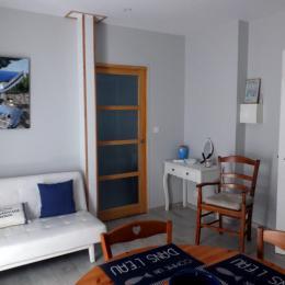 La cuisine ouverte sur un coin détente - Location de vacances - Saint-Malo