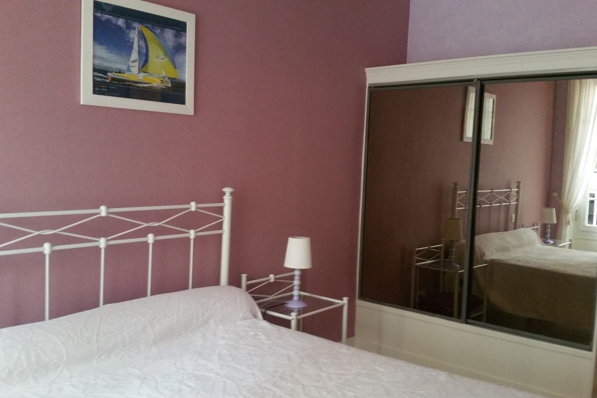 appartement tr s agr able et tr s clair saint malo intra muros location de vacances. Black Bedroom Furniture Sets. Home Design Ideas