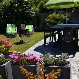 Terrasse côté Est transats barbecue Weber* - Location de vacances - Saint-Malo