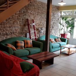 La salle à manger et cuisine équipée au RDC - Location de vacances - Saint-Broladre