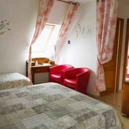 La chambre pour 4 personnes (1 lit 160 et 2 lits de 90) - Chambre d'hôtes - Hirel