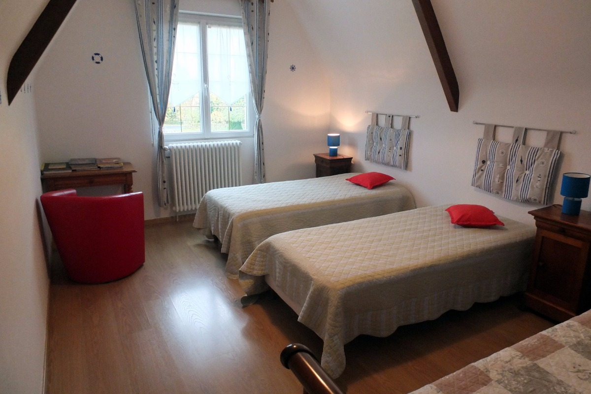 Chambre avec deux lits 90/190. Possibilité de les transformer en lit 180/190.  - Chambre d'hôtes - Hirel