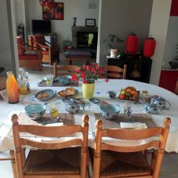 La table du petit déjeuenr - Chambre d'hôtes - Pleine-Fougères