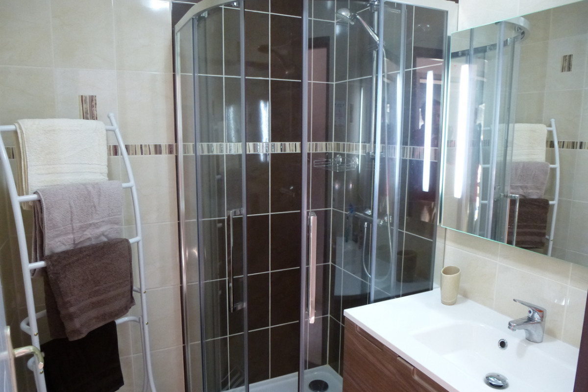 La salle d'eau avec douche 90x90 cm - Location de vacances - Saint-Briac-sur-Mer
