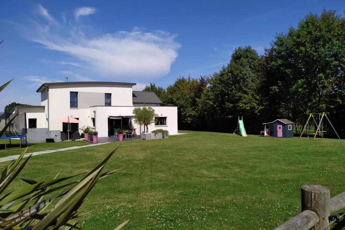 Vue du jardin exposé plein sud - Location de vacances - Saint-Brice-en-Coglès