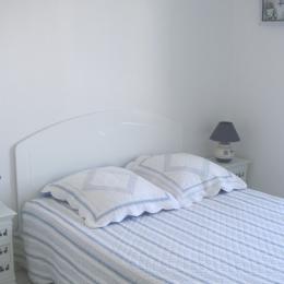La chambre avec télévision - Location de vacances - Saint-Malo