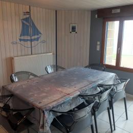 Le séjour à l'entrée de la location donnant sur la mer - Location de vacances - Saint-Malo