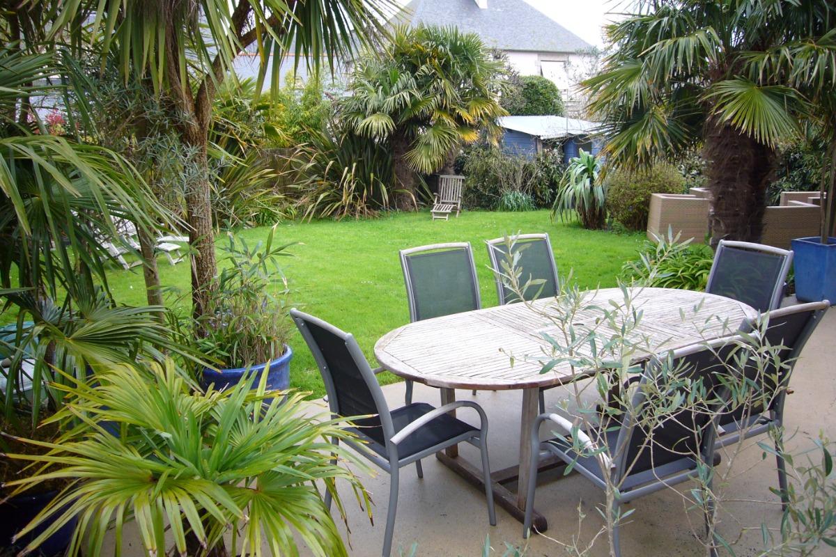 Terrasse donnant sur le magnifique jardin - Location de vacances - Saint-Malo