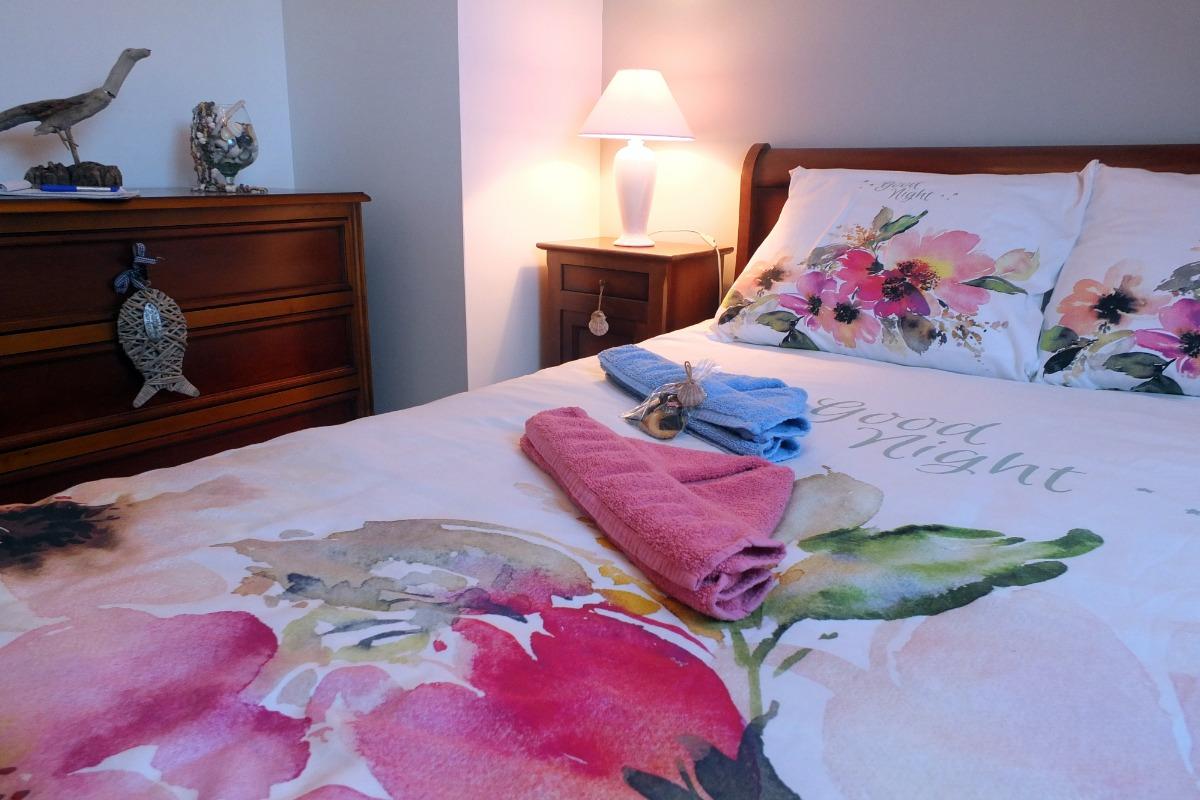 La chambre à la décoration originale de bois flottés - Chambre d'hôtes - La Ville-ès-Nonais