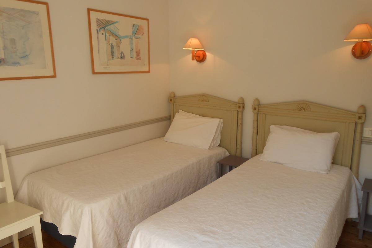 Chambre verte avec les deux lits - Chambre d'hôtes - Saint-Suliac
