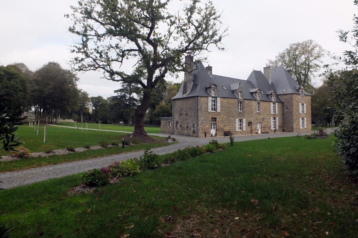 L'arrivée au château - Chambre d'hôtes - Saint-Léger-des-Prés