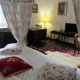 La chambre Le Borgne de la Tour - Chambre d'hôtes - Saint-Léger-des-Prés