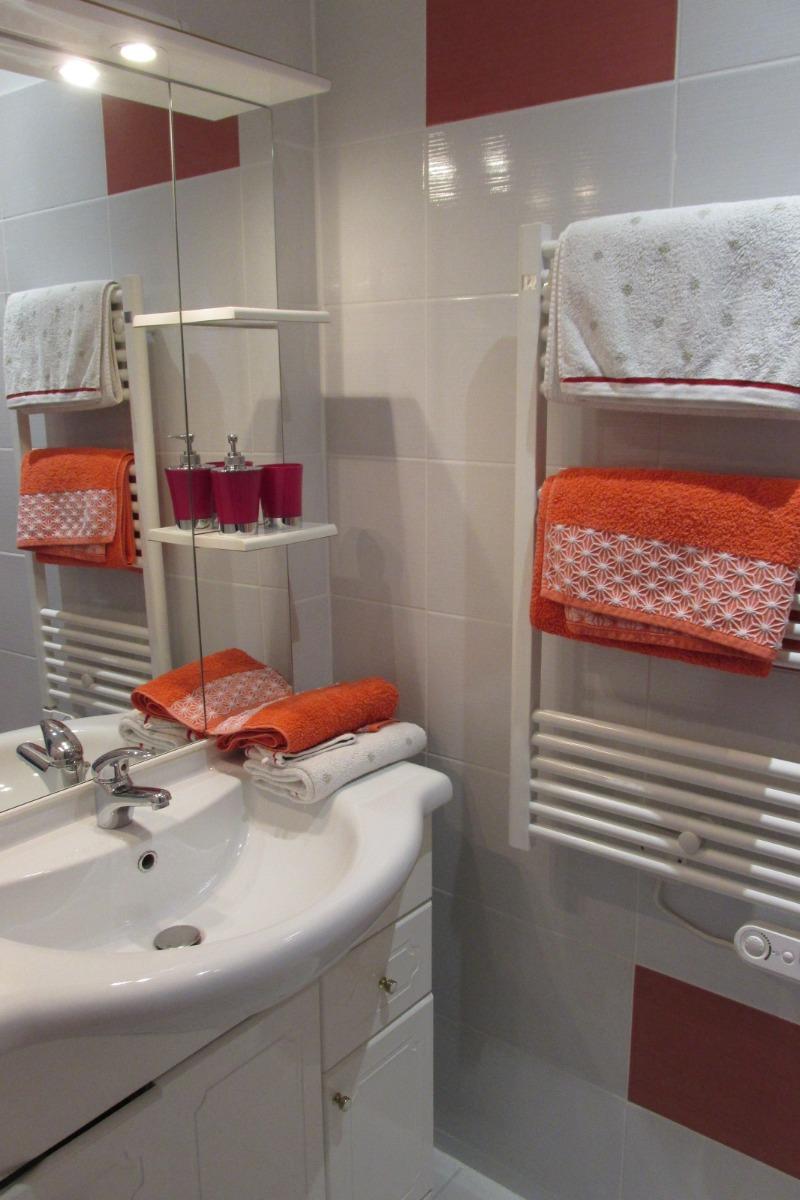 Salle d'eau Azalée privative dans la suite - Chambre d'hôtes - Hirel