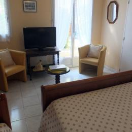 Le coin salon dans la chambre - Location de vacances - Saint-Malo