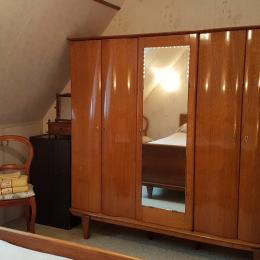 La chambre avec armoire - Chambre d'hôtes - Dol-de-Bretagne
