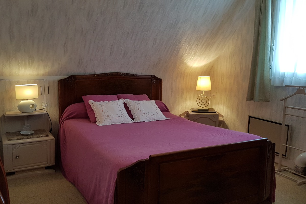 Chambre lit 140 avec Salle d'eau et WC attenants - Chambre d'hôtes - Dol-de-Bretagne