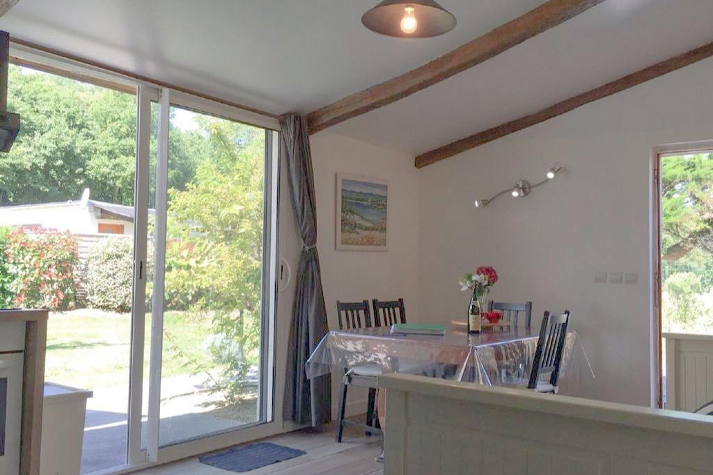 Le salon donne directement sur la terrasse - Location de vacances - Saint-Lunaire