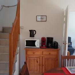 De la cuisine vers l'étage et le salon - Location de vacances - Saint-Lunaire