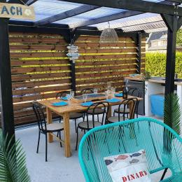 La cuisine d'été sous pergola - Location de vacances - Dinard