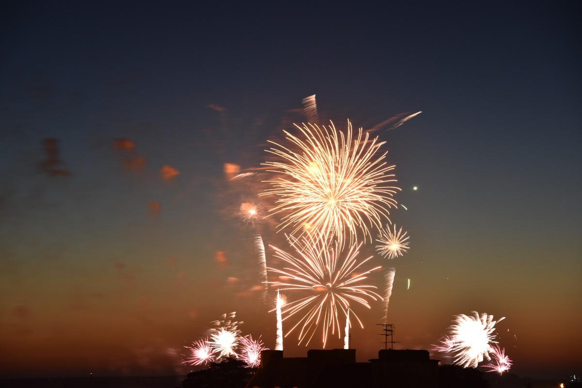 L'espace salon de la pièce de vie, donnant sur le balcon - Location de vacances - Saint-Malo