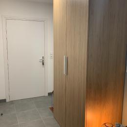 L'entrée du Studio Hermine Saint Malo avec un grand placard de rangements - Location de vacances - Saint-Malo
