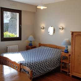 La cuisine équipée - Appartement Au pied des Vagues à Saint-Enogat - Location de vacances - Dinard