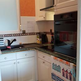 La salle de bains- Appartement Au pied des Vagues à Saint-Enogat - Location de vacances - Dinard