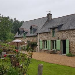 La maison de vacances René (à droite) et son jardin - Gîte Atala - Location de vacances - Combourg