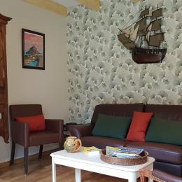 Dans le salon indépendant au rez-de-chaussée - Maison René - Gîtes Atala - Location de vacances - Combourg