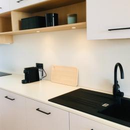 La salle de bains - Appartement Bleu Cancale - Outremer sur le Port de la Houle - Location de vacances - Cancale