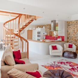 Dans la chambre suite de l'étage (lit 160cm) et la vue sur le parc - Gîte La Grange - Location de vacances - Noyal-sous-Bazouges