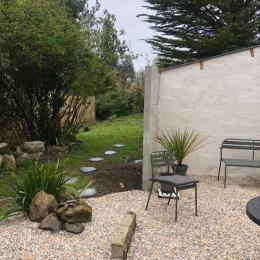 La cuisine équipée - Gîte Le petit 121 - Location de vacances - Saint-Lunaire