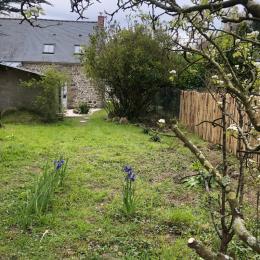 L'espace salon avec poêle à bois - Gîte Le petit 121 - Location de vacances - Saint-Lunaire
