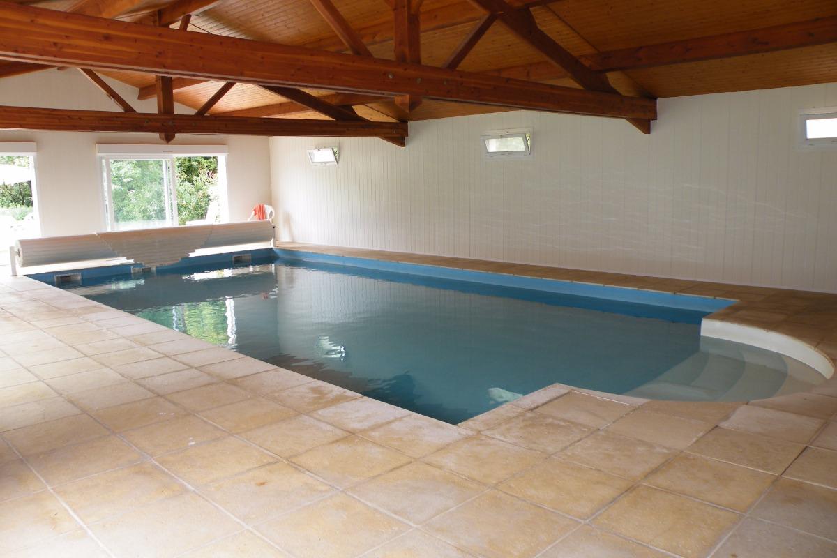 dimension de la piscine de 10 m sur 5 m - Location de vacances - Mouhet