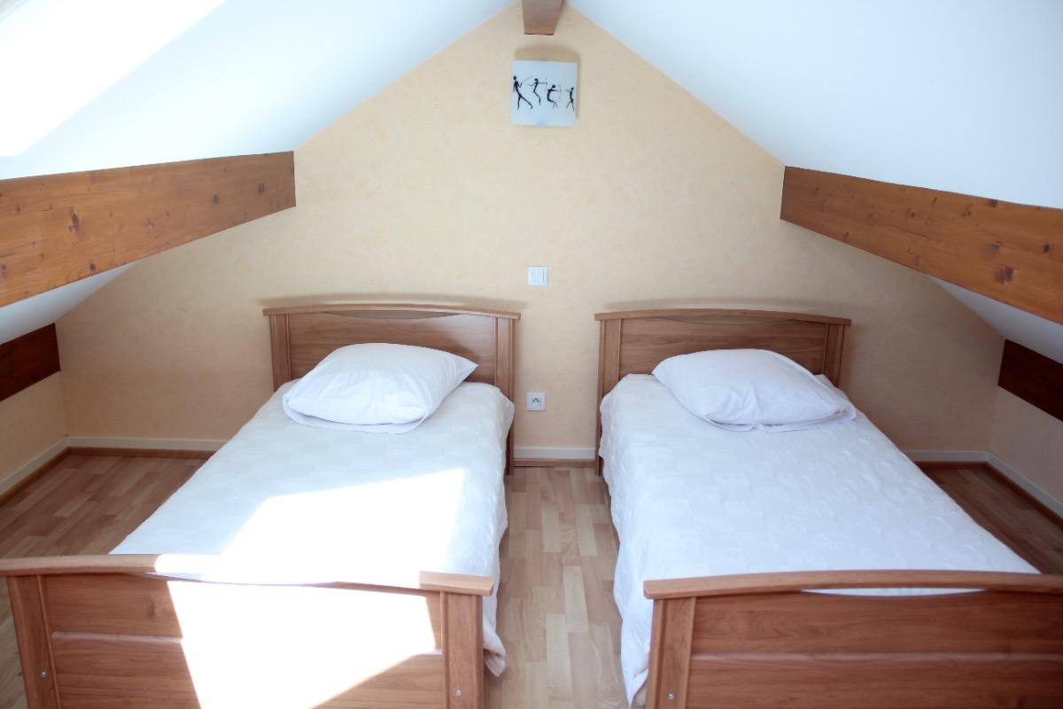 mezzanine avec deux lits simples - Chambre d'hôtes - Val-de-Virieu