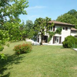 Maison et son jardin - Chambre d'hôtes - La Buisse