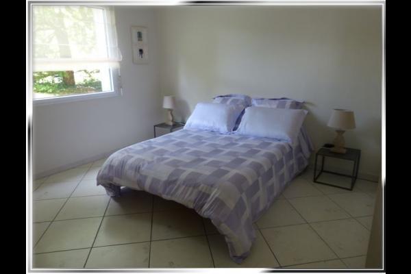 lit en 140 avec 2 chevets indépendants - Chambre d'hôtes - Saint-Nazaire-les-Eymes