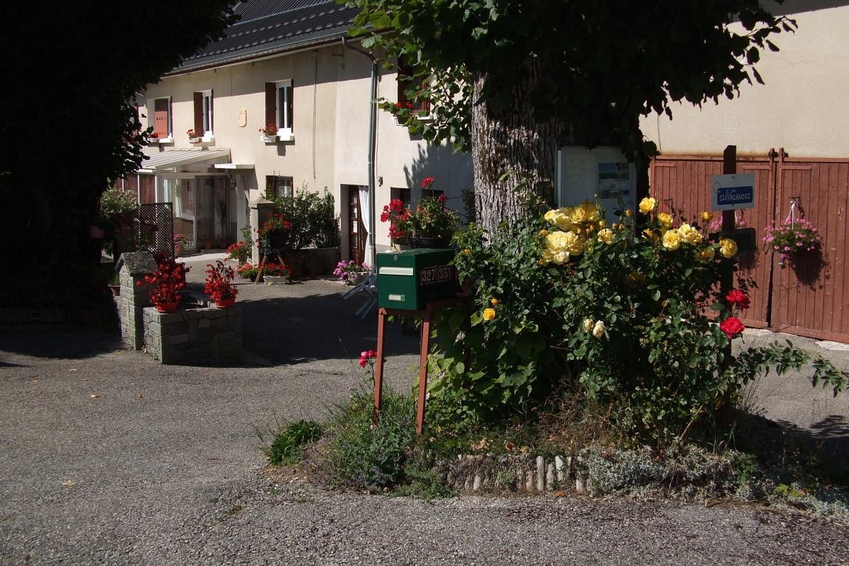 Chambre d 39 h te dans ferme r nov e avec piscine et spa - Chambre d hote couleur bois et spa ...