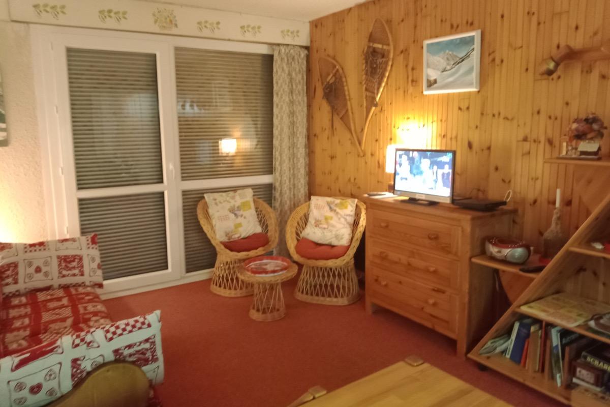 Location appartement 4 personnes à Méaudre dans le Vercors - Vue pièce principale côté canapé