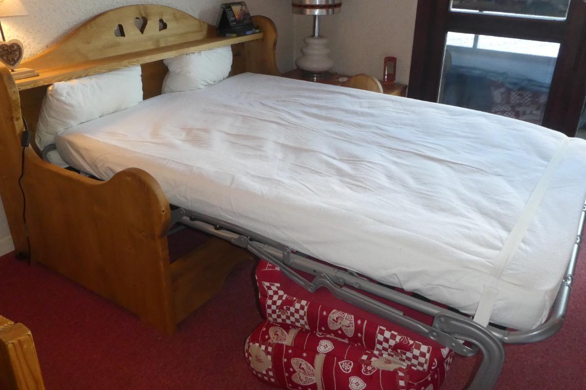 Location appartement 4 personnes à Méaudre dans le Vercors - autre vue de la pièce principale vers coin cuisine