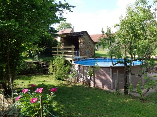la piscine le jardin / Gite pour 4 Hières sur Amby (Isère - Crémieu - proche de Lyon et de l'aéroport) - Location de vacances - Hières-sur-Amby